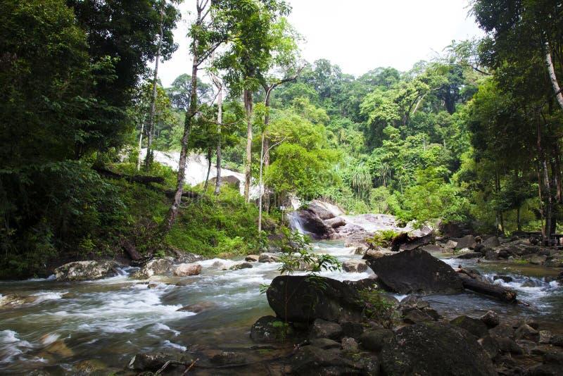 A cachoeira de Karom é uma das atrações do thammara do SI de Nakhon foto de stock