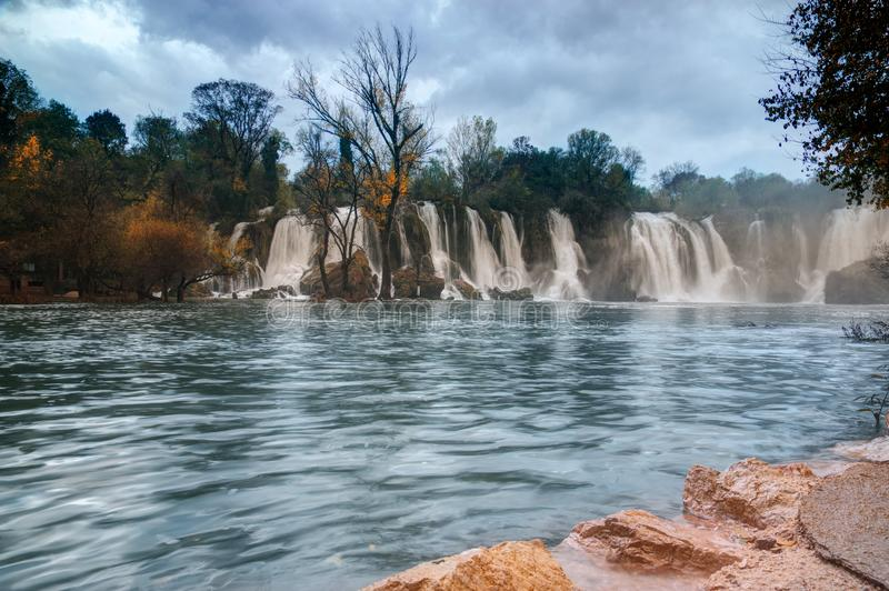 Cachoeira de Kravica no ¾ de TrebiÅ no rio, no coração karstic de Herzegovina em Bósnia e em Herzegovina imagens de stock royalty free