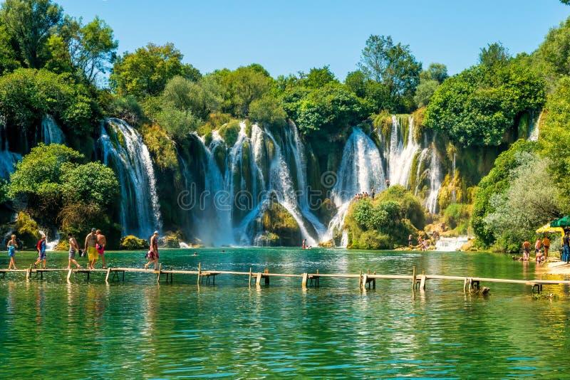 Cachoeira de Kravice no rio de Trebizat em Bósnia e em Herzegovina foto de stock