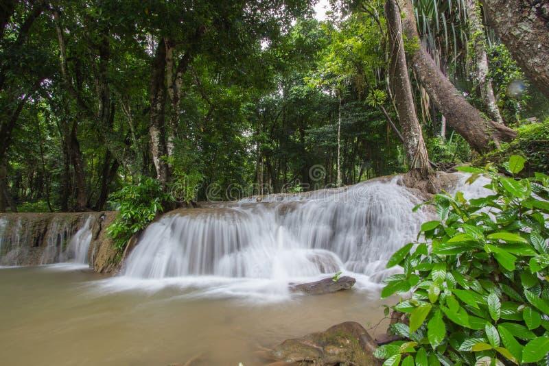 Cachoeira de Kroeng Krawia, parque nacional de Khao Laem, Sangkhlaburi, Kanchanaburi, Tailândia foto de stock royalty free