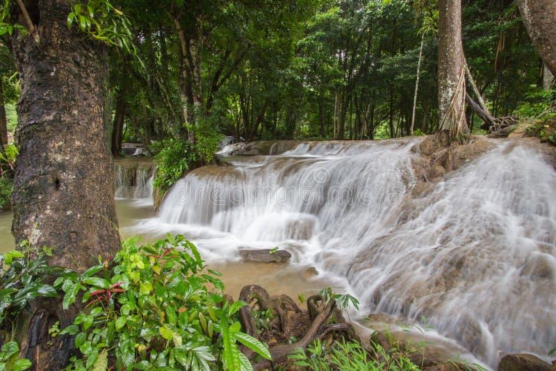 Cachoeira de Kroeng Krawia, parque nacional de Khao Laem, Sangkhlaburi, Kanchanaburi, Tailândia fotografia de stock royalty free