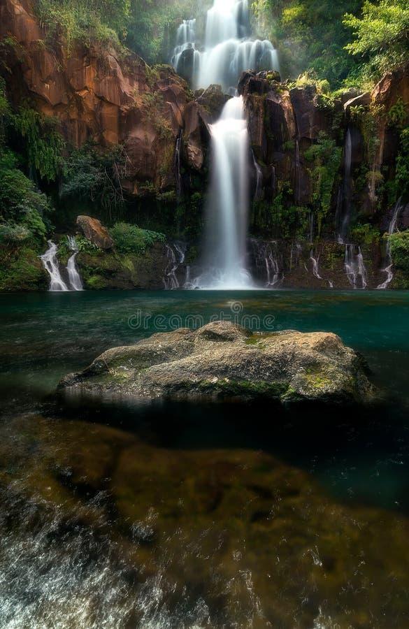 Cachoeira de Les Cormorans em Saint-Gilles em Reunion Island fotografia de stock