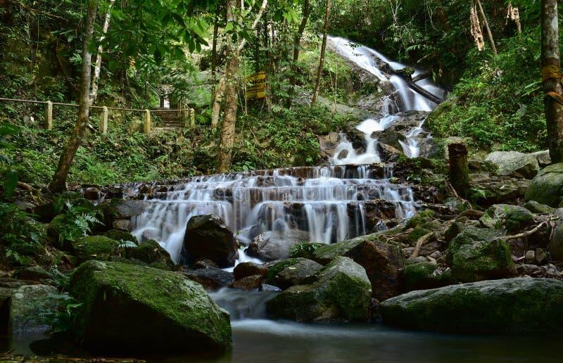 Cachoeira de Mae Kampong em Chiang Mai foto de stock royalty free