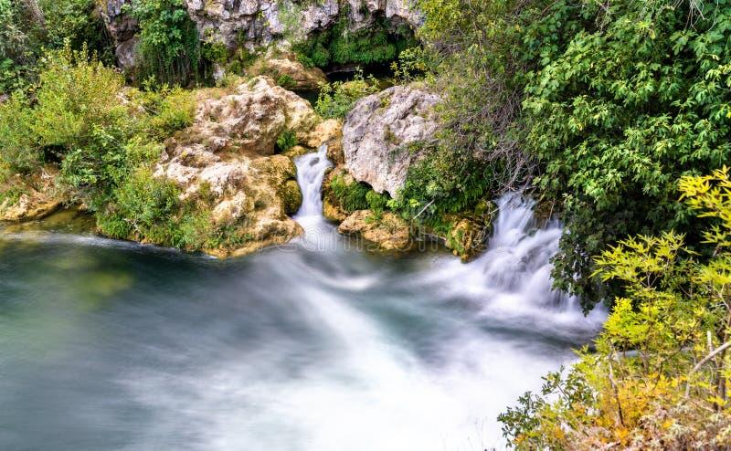Cachoeira de Mala Kravica no rio de Trebizat em Bósnia e em Herzegovina imagens de stock