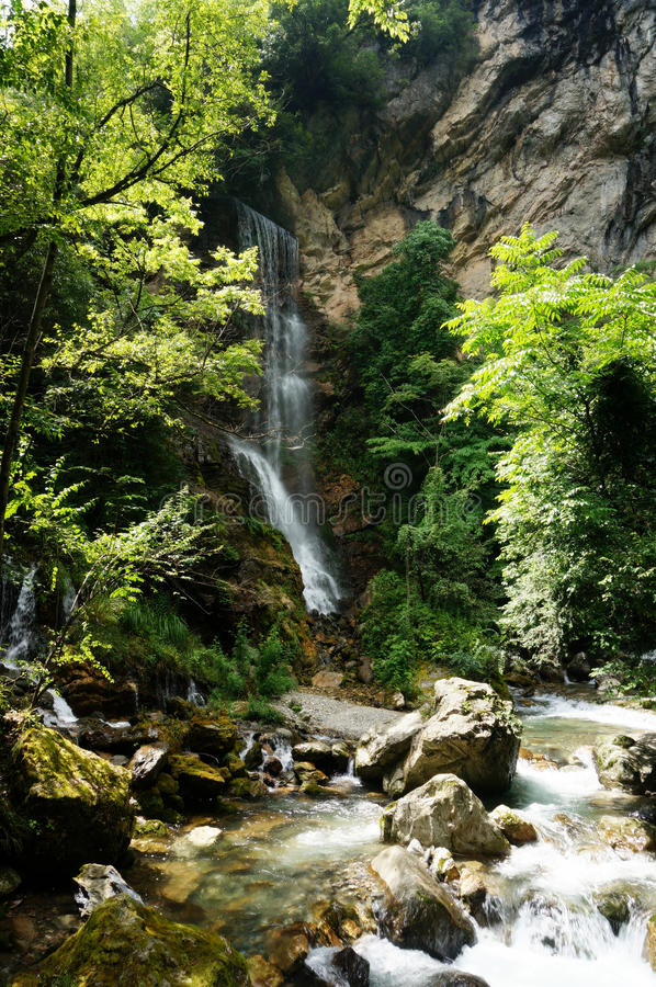 a cachoeira de mergulho no distrito chinês da silvicultura do shennongjia imagem de stock royalty free