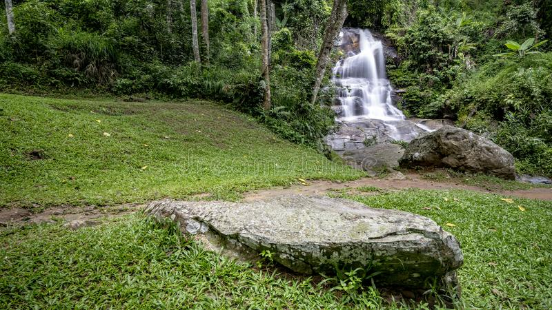 Cachoeira de Monthathan fotografia de stock royalty free