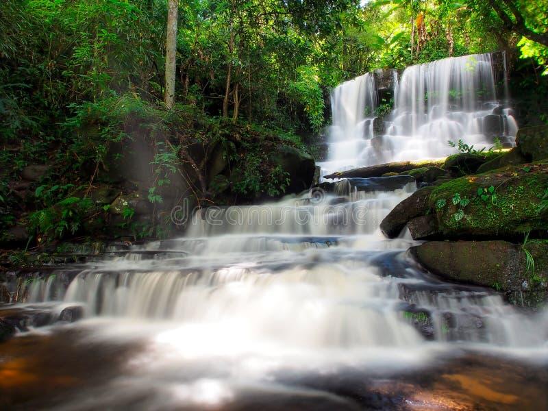 Cachoeira de Mundang em Petchaboon, Tailândia foto de stock