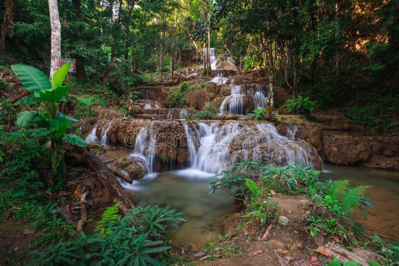 Cachoeira de Ngao, lampang, Tailândia imagens de stock royalty free