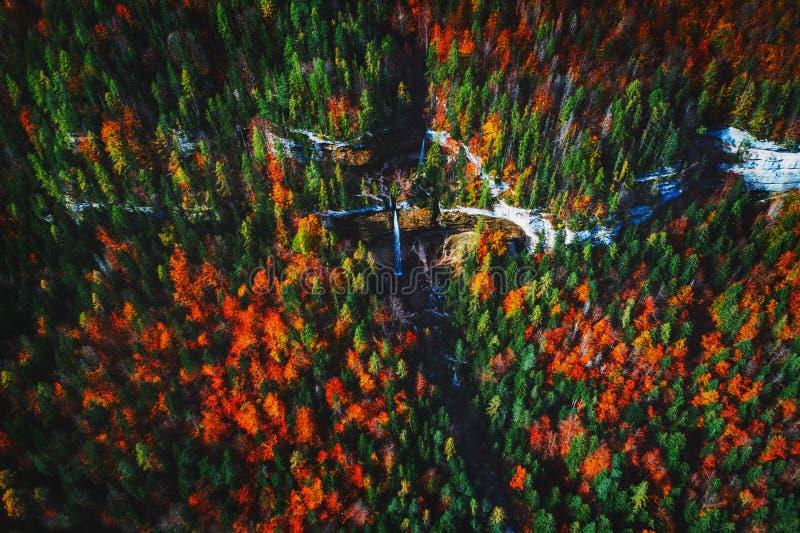Cachoeira de Pericnik em cumes eslovenos no outono foto de stock royalty free