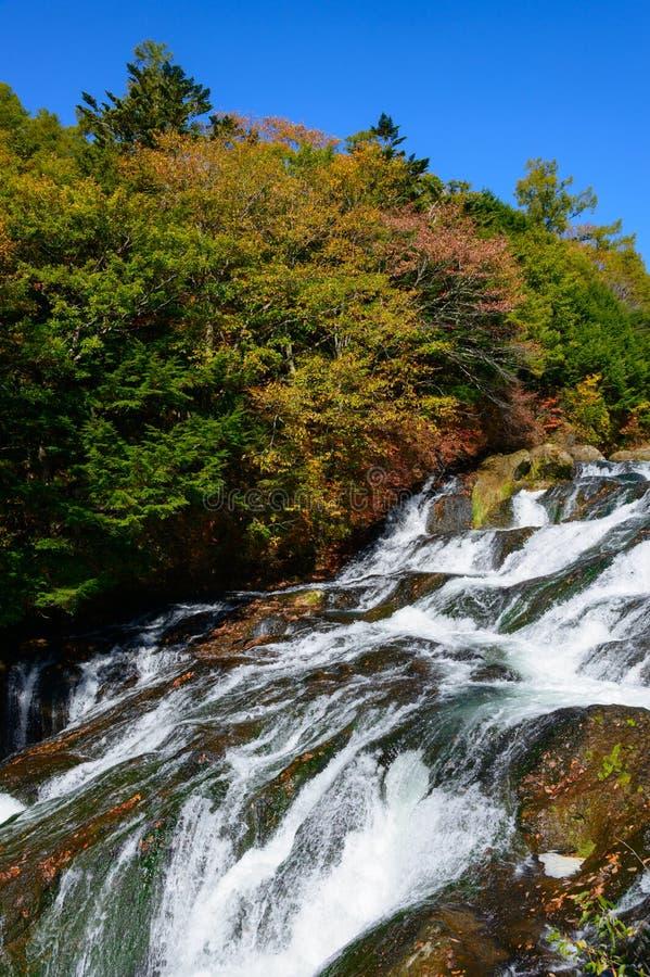 Cachoeira de Ryuzu no outono, em Nikko, Japão imagens de stock
