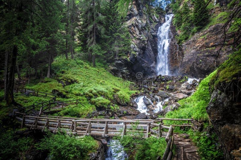 Cachoeira de Saent no trentino foto de stock royalty free