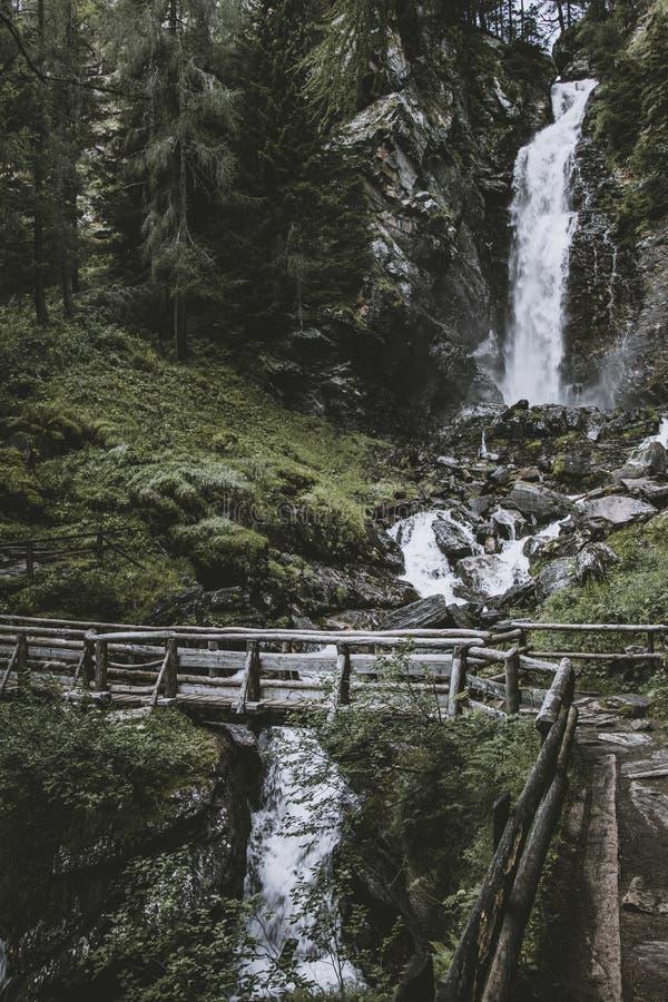 Cachoeira de Saent no trentino imagens de stock