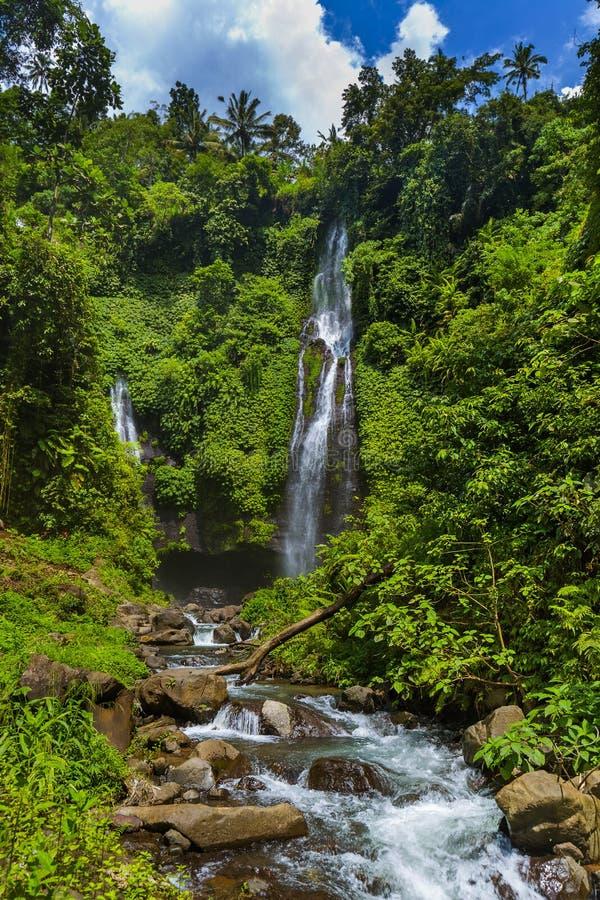 Cachoeira de Sekumpul - ilha Indonésia de Bali fotos de stock