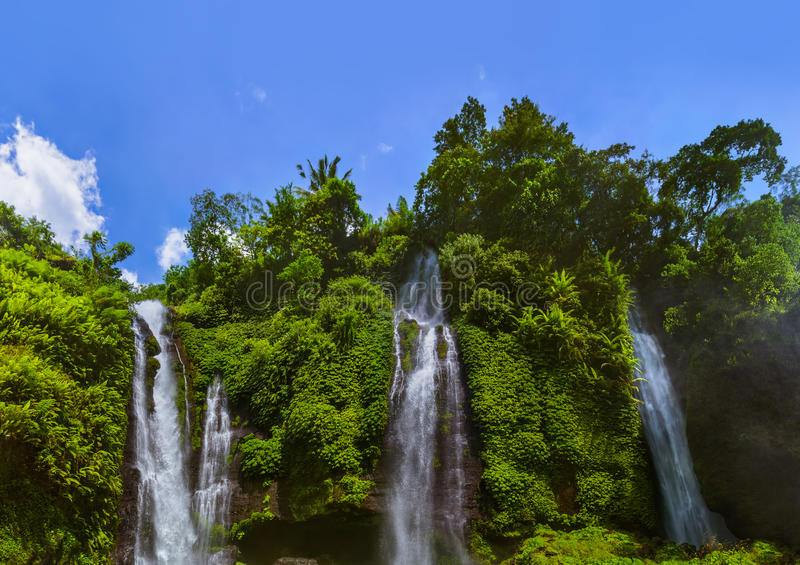 Cachoeira de Sekumpul - ilha Indonésia de Bali foto de stock