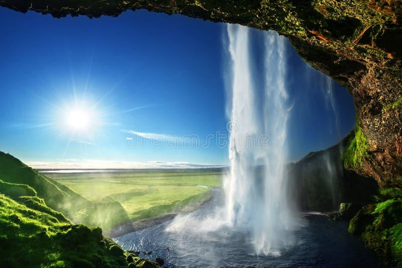 Cachoeira de Seljalandfoss nas horas de verão foto de stock