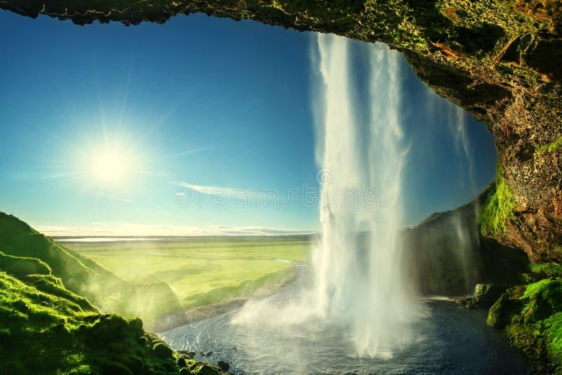 Cachoeira de Seljalandfoss nas horas de verão imagens de stock