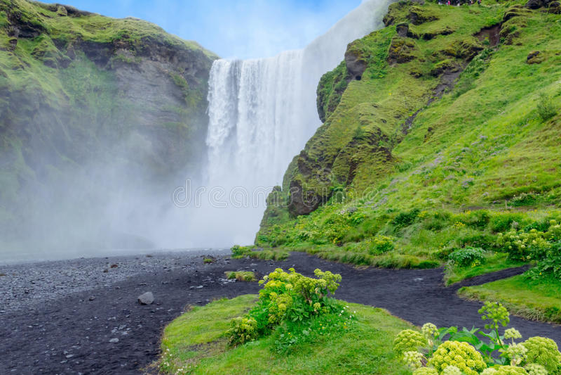 Cachoeira de surpresa de Skogafoss Islândia, Europa imagem de stock