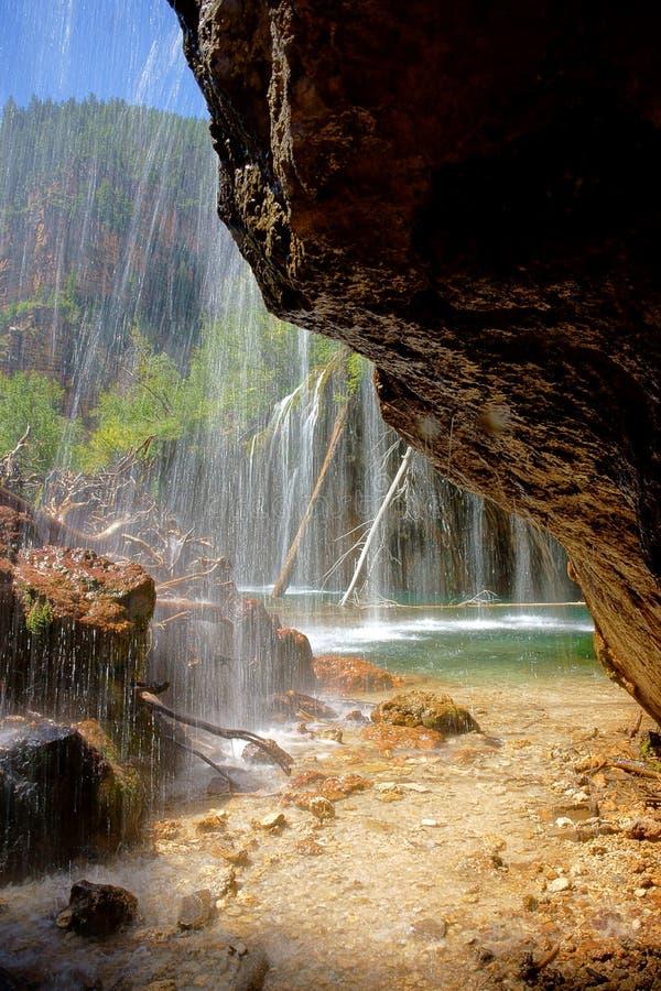 Cachoeira de suspensão do lago foto de stock