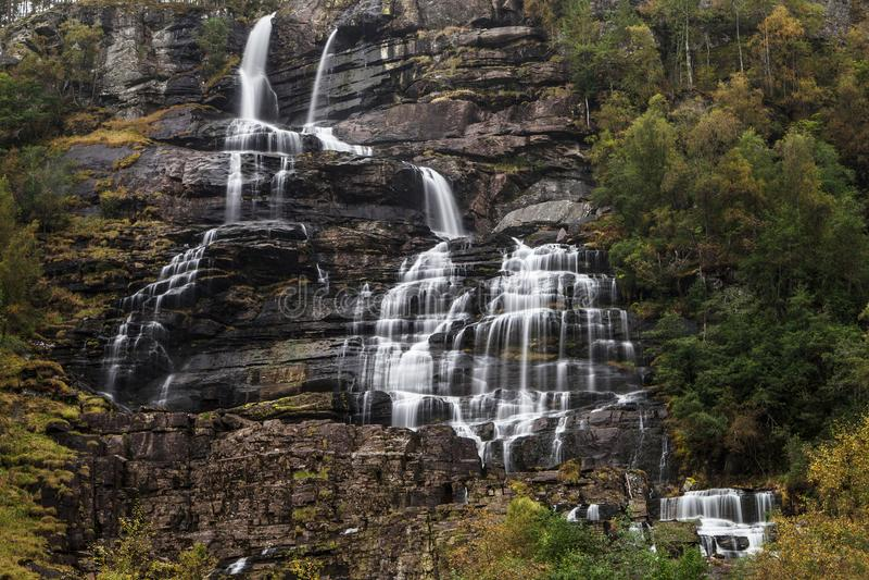 Cachoeira de Tvindefossen foto de stock