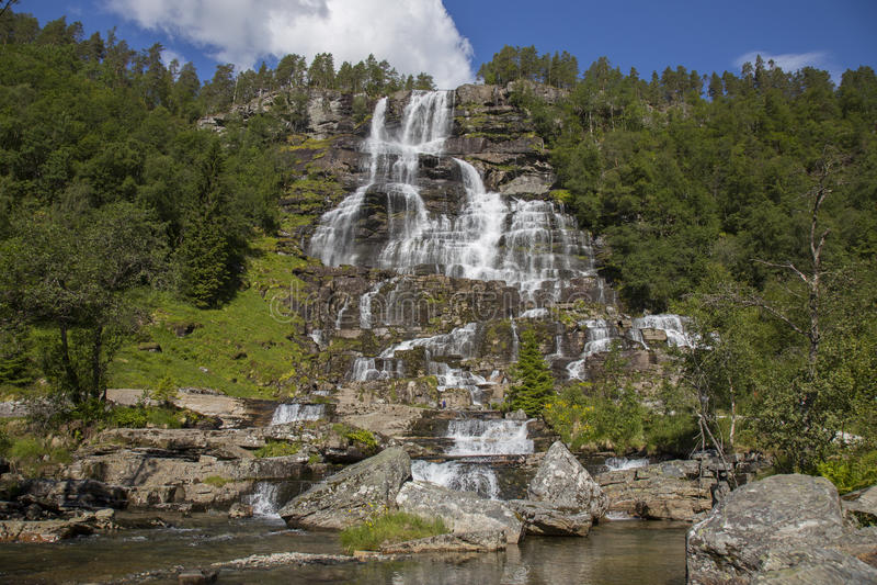 Cachoeira de Tvindefossen imagem de stock royalty free