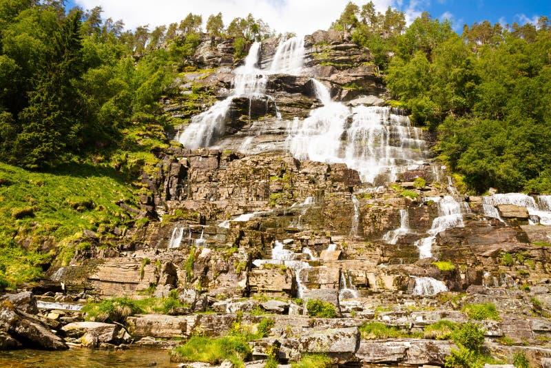 Cachoeira de Tvindefossen em Noruega fotografia de stock