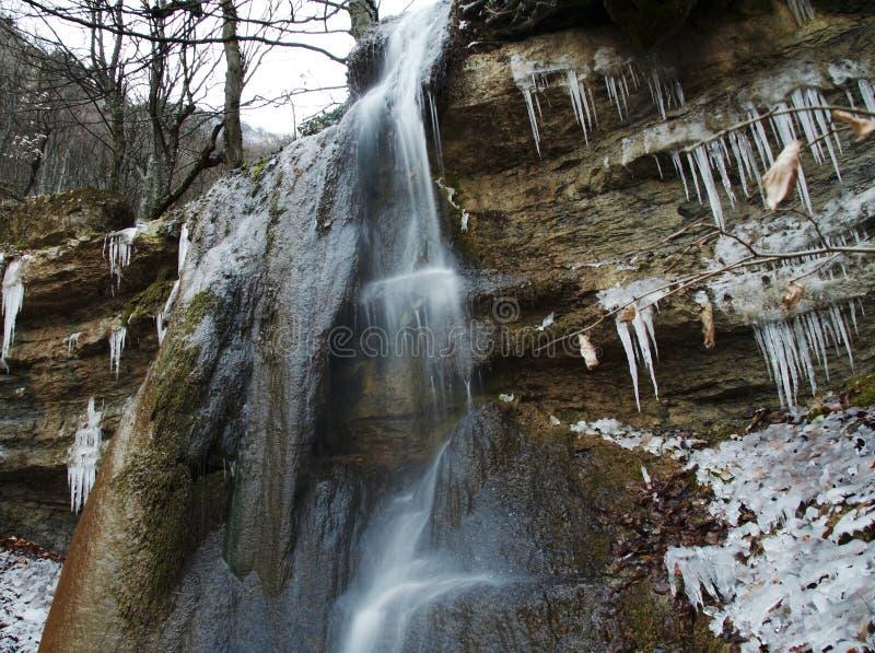 Cachoeira do inverno imagem de stock