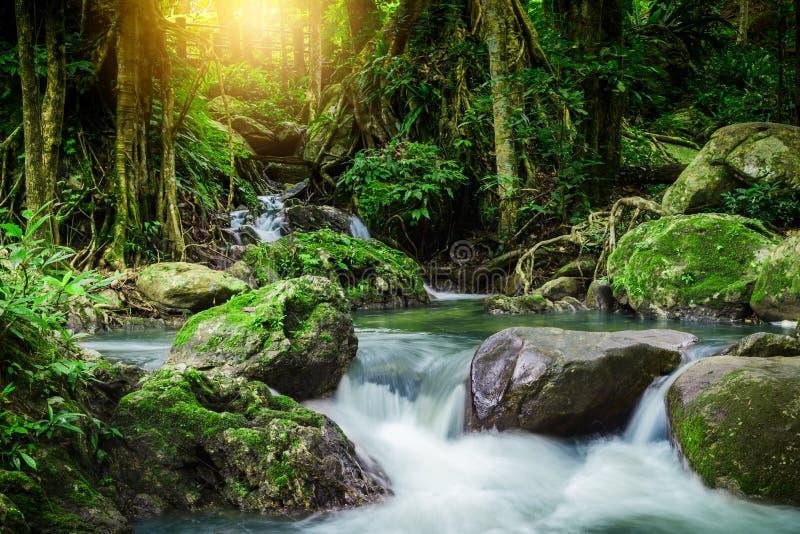 Cachoeira do lan de Klong, cachoeira bonita na floresta úmida em Kampan imagem de stock royalty free
