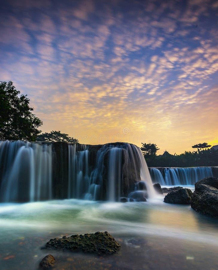 Cachoeira do parigi do nascer do sol imagem de stock royalty free