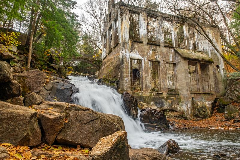 Cachoeira do parque de Gatineau perto do lago Meech foto de stock royalty free