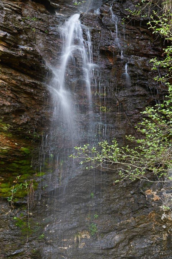 A cachoeira do rio de Pena Branca em Folgoso faz Courel, Lugo, Espanha imagens de stock