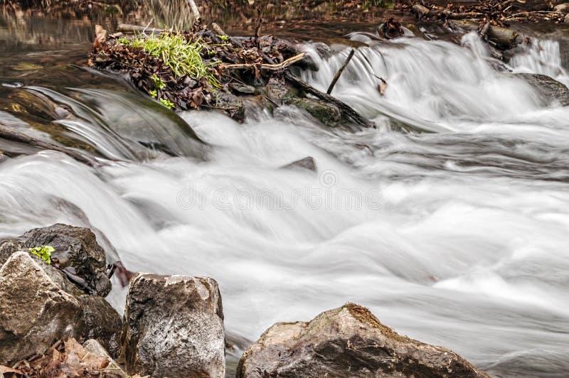 Cachoeira do rio rujir fotografia de stock