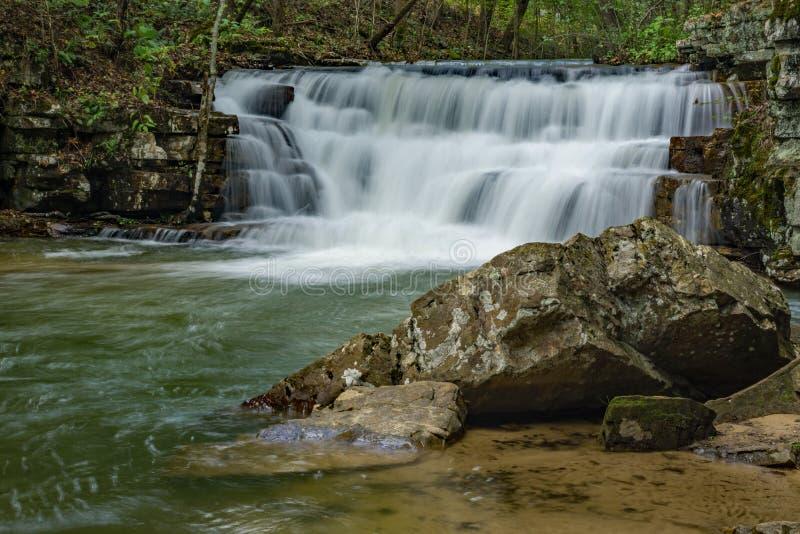 Cachoeira e Boulder das minas de Fenwick imagens de stock