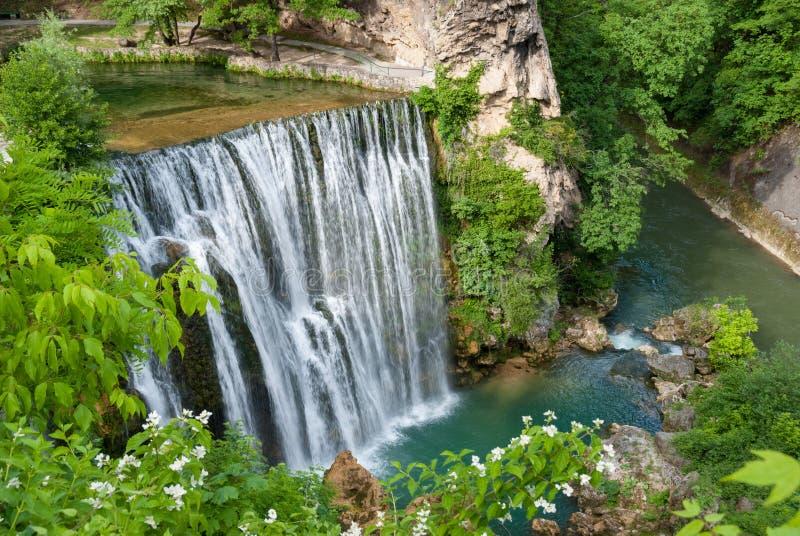 Cachoeira em Bósnia e em Herzegovina imagem de stock