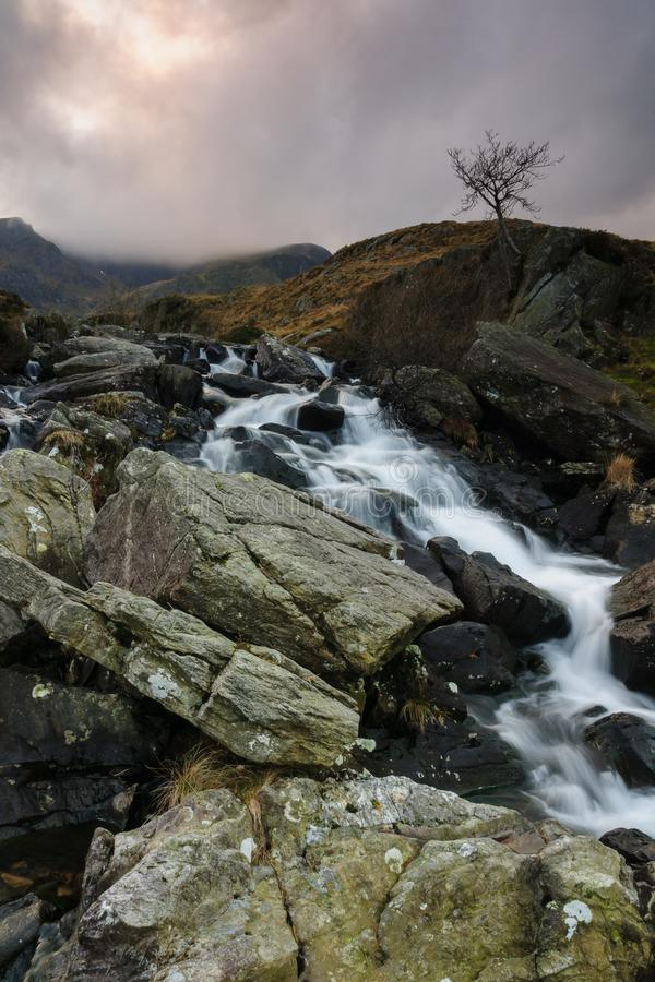 Cachoeira em Cwm Idwal Gales foto de stock