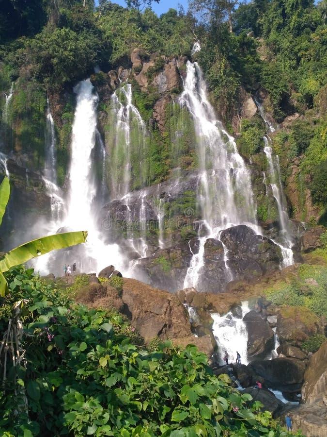 Cachoeira em india natural imagens de stock