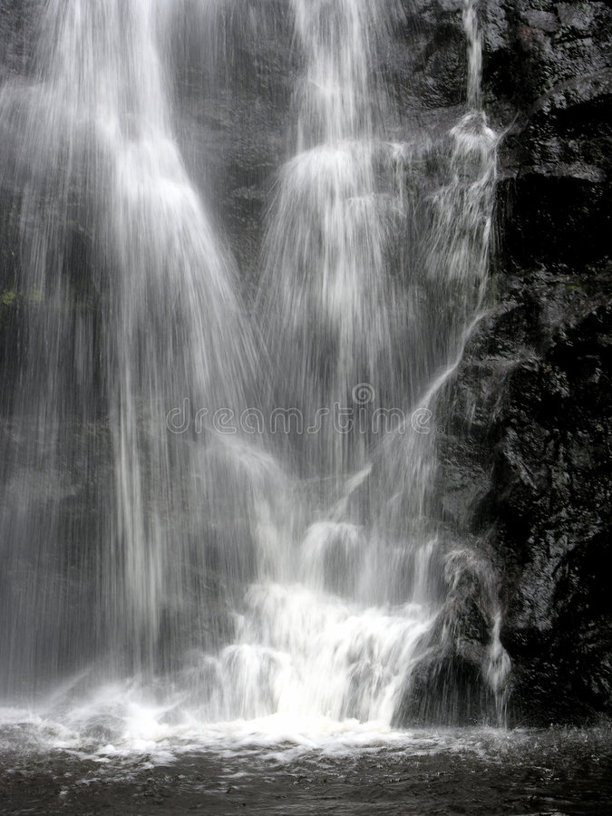 Cachoeira em preto e branco foto de stock royalty free