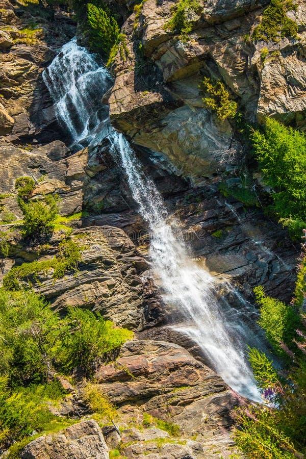 Cachoeira em rochas foto de stock