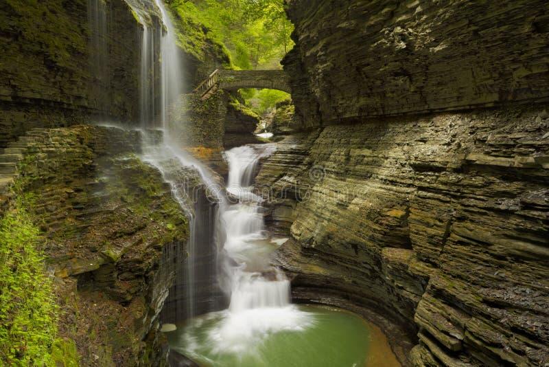 Cachoeira em Watkins Glen Gorge nos Estados de Nova Iorque, EUA fotos de stock royalty free