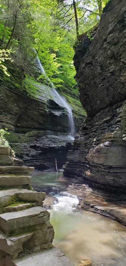 Cachoeira escondida no ajuste tranquilo foto de stock royalty free