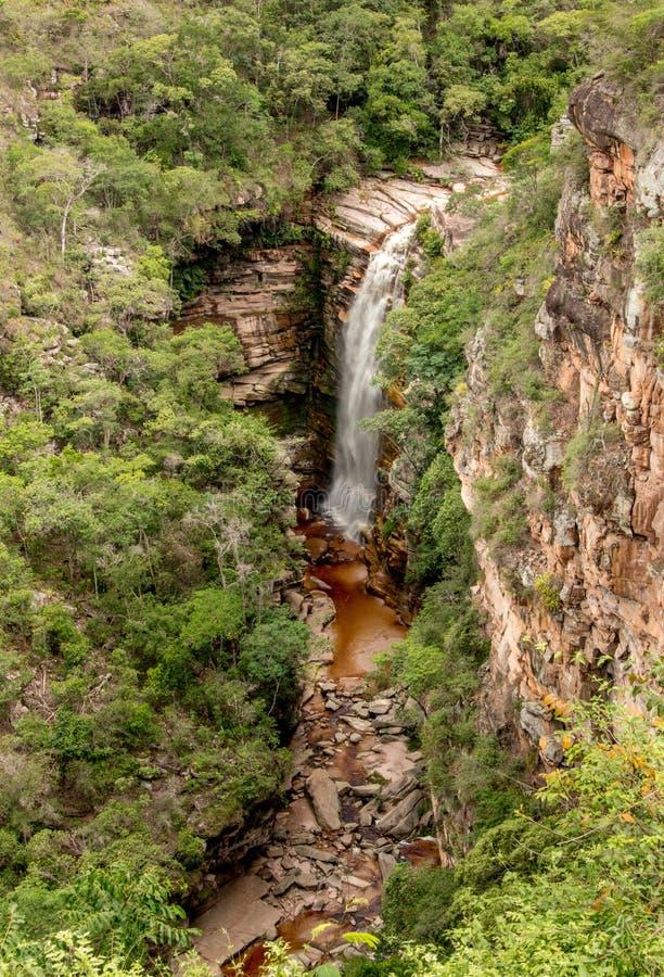 Cachoeira faz o mosquito no interior de Brasil localizou em dos Diamantina de Chapada no estado de Baía fotos de stock