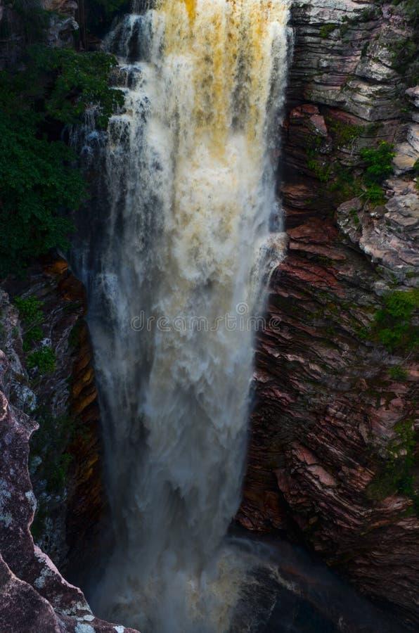 Cachoeira forte no parque nacional de Chapada Diamantina brasil imagem de stock