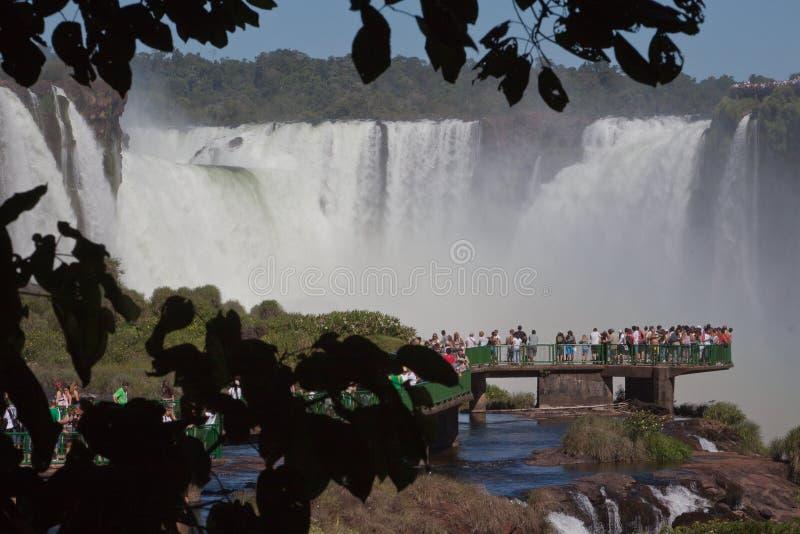 A cachoeira Foz da garganta dos diabos faz Iguassu Brasil foto de stock
