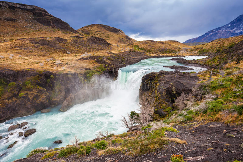 A cachoeira grandioso de Salto fotos de stock