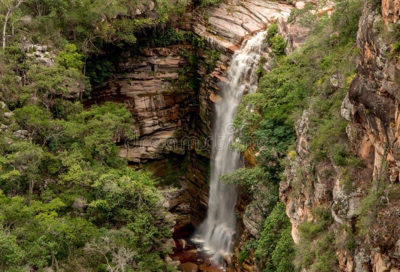 Cachoeira hace el mosquito dentro del Brasil localizó en DOS Diamantina de Chapada en el estado de Bahía foto de archivo libre de regalías