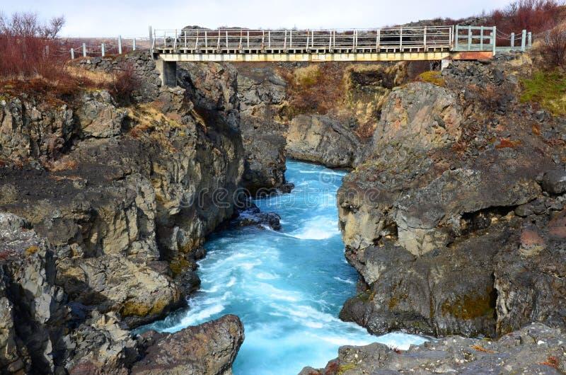 Cachoeira Hraunfossar da beleza na Islândia foto de stock royalty free