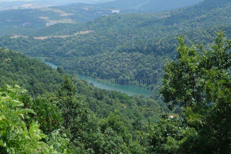 Cachoeira Imagem da cachoeira magnífica que flui das profundidades da cachoeira de Sudusen da floresta Yalova, Turquia imagem de stock royalty free