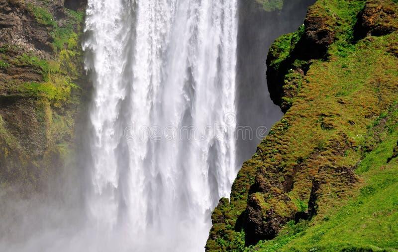 Cachoeira islandêsa Skogafoss, parte dela imagem de stock royalty free