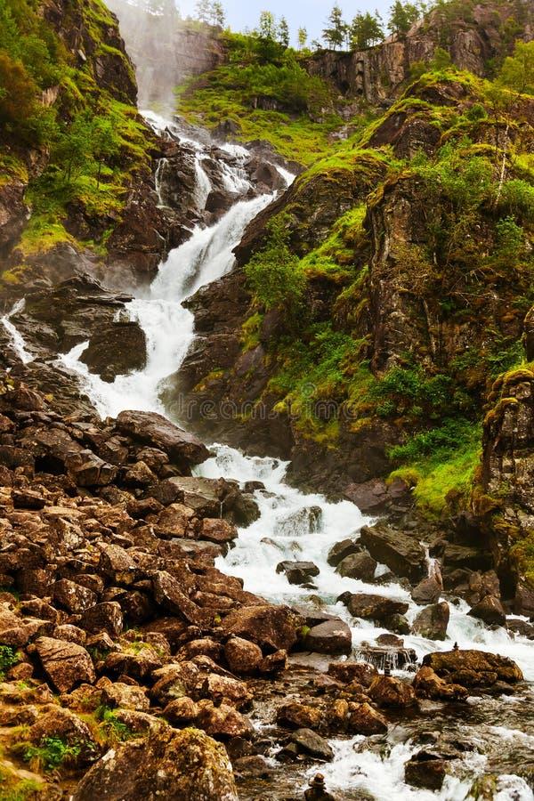Cachoeira Laatefossen em Hardanger Noruega fotografia de stock royalty free