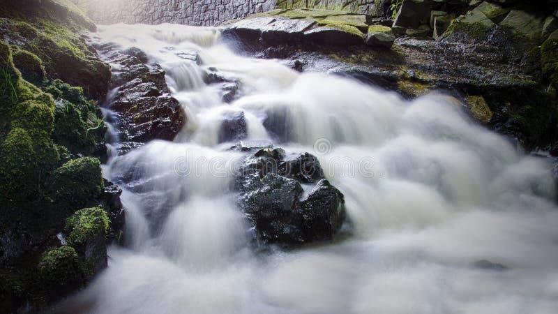 Cachoeira longa da exposição foto de stock
