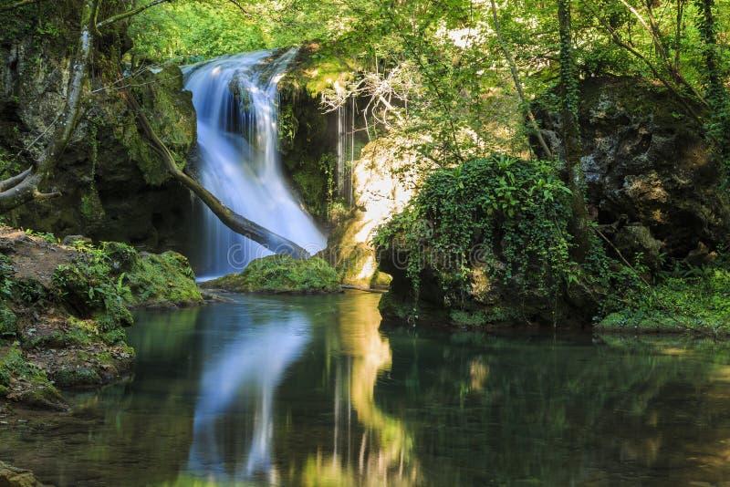 Cachoeira mágica em Banat fotos de stock royalty free